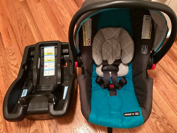 Graco Click Connect Infant Car Seat With Two Bases
