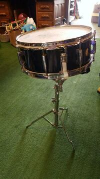 Pearl snare drum with stand  Maple Ridge, V2X 2T4