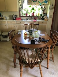 Colonial dining room suite with hutch smoke free home mint condition asking 150 obo South Huron, N0M 1K0