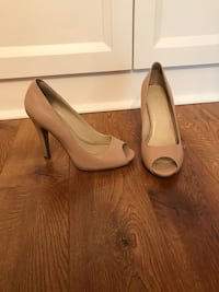 Nine West tan nude peep toe sandals pumps heels size 5.5 Hudson Bay Nordstrom  Toronto, M9C 1B8
