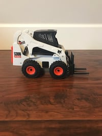 Toy skid steer