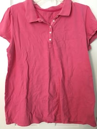 red cap-sleeved polo shirt 737 mi