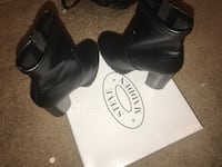 pair of black leather heeled shoes Clinton, 20735