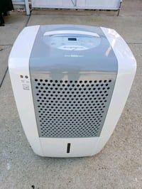 Frigidaire DE humidifier 50 pints Morton Grove, 60053
