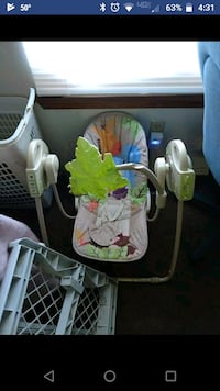 baby's white and green swing chair Oklahoma City, 73114