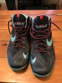 Lebron's XI basketball Shoes - Size 13 Houston, 77002
