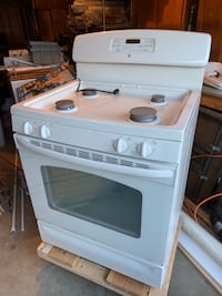 GE Self cleaning gas range oven