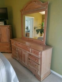 Dresser with mirror Land O' Lakes, 34639