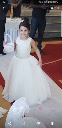 Size 8 flower girl the price is 400 used one time only for 200 Toronto, M3N 1P1