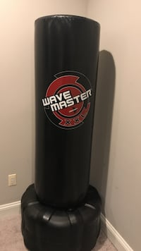 black and red Wave Master free standing heavy bag Chevy Chase View, 20895
