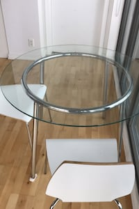Kitchen table with two chairs perfect condition   Toronto, M5C 2G1