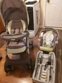baby's gray and green travel system Cambridge, N3H 1H2