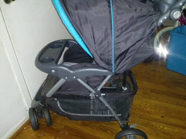 baby's black and blue stroller