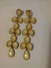 gold-colored necklace and earrings Toronto, M6M 0A1