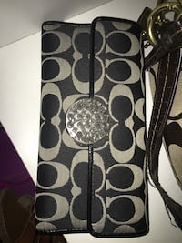 Black and gray coach wallet (basically new) Clover, 29710