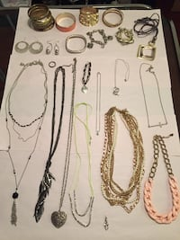 Women's jewelry lot New Westminster, V3M 3M5