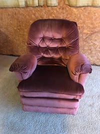 Recliner/rocker/swivel,can deliver,see more info  3154 km
