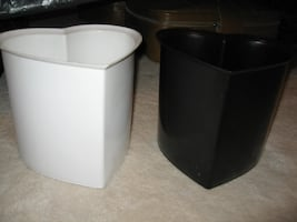 Heart shape wastebasket