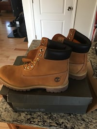 Black-and-brown Timberland work boots with box