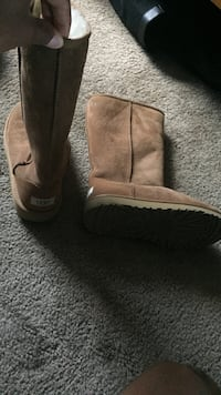 pair of brown UGG boots Blythewood, 29016