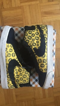 Black-and-yellow floral slip-on shoes Toronto, M4C