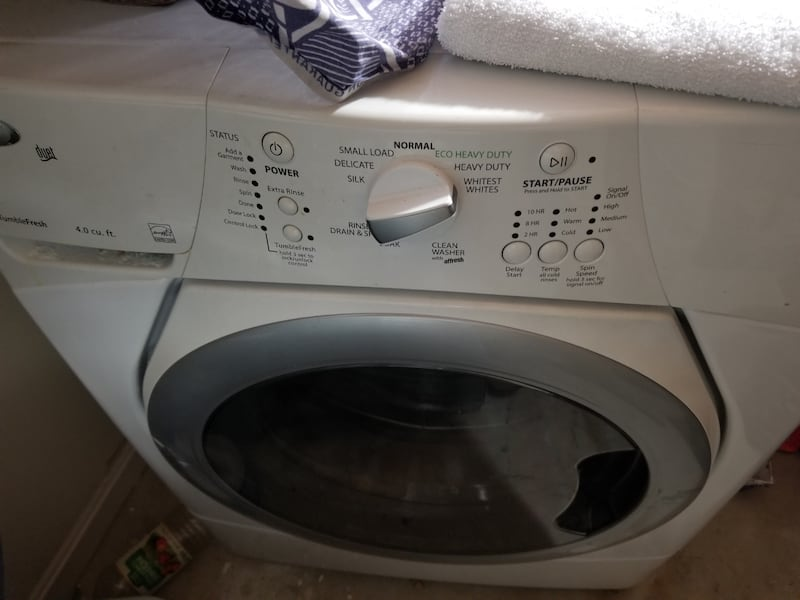 Washing Machine & Dryer. Looks Great Works Great. Free Stacking kit c2efff7f-f4b9-4334-b03b-755c15af467c