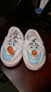 Disney Frozen Olaf slippers size 11/12 Cherry Hill, 08003