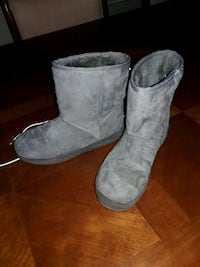 pair of gray light up boots size 4  Port St. Lucie, 34952