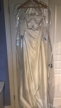 White Patterned Wedding Dress Never Worn St Catharines, L2S 4A6