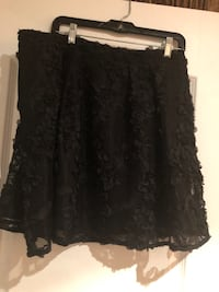 "Black Skirt in an excellent condition  Color Black  Size 16 P - has a gold Zipper in the back Worn one time only - See more pictures  Made in Vietmam Length 50 Cm or 19""  Montréal"