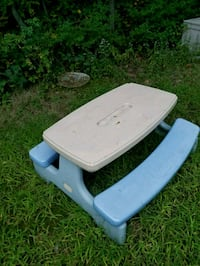 white and black plastic picnic table Worcester, 01606