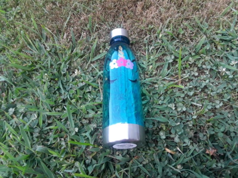 unicorn water bottles 1f09a346-005b-4cf4-9e82-504fde271ac3