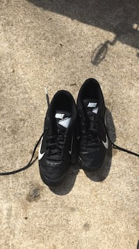 pair of black Nike low-top football shoes