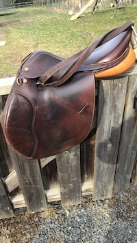 brown leather horse saddle 150 mi
