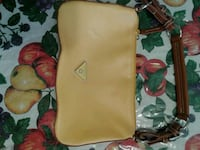 Purse used in good condition