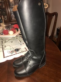 pair of black leather boots Milton, L9T 8B7