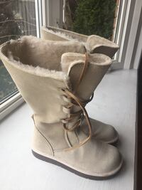 Pair of light cream suede sheepskin snow boots Mississauga, L5M