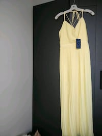 Size 4 women's yellow sleeveless dress 705 km