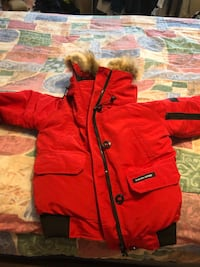 Women's M red Canada goose jacket brand new Toronto, M3M 3K3
