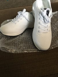 Sport shoes brand new never worn,size 9 kids are going back to school