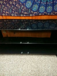 TV stand that can hold 46 inch flat screen tvs or smaller  Toronto, M4B 2G9