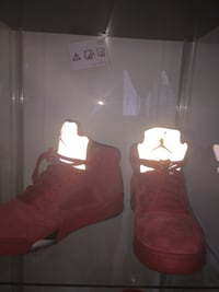 pair of red Nike basketball shoes Dollard-des-Ormeaux, H9B 1K9