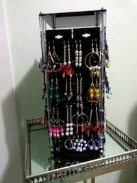 2 pairs of earrings for $10, lots of selection  Kailua-Kona, 96740