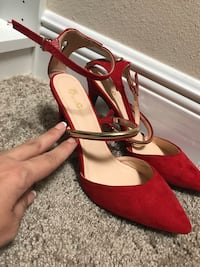 Red and gold size 10 heels. BRAND NEW! 829 mi