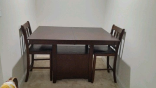 Extendable dining table with 6 chairs for sale 2df9fcee-cc4e-43e9-a31d-3c4bd8b27c88