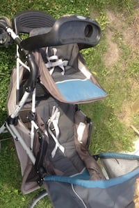 Baby's black and gray stroller Calgary, T3J