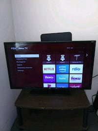 TCL Roku TV 32 inch + TV table Hackensack