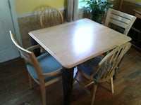 dining table w/ 2 arm chairs 33 mi