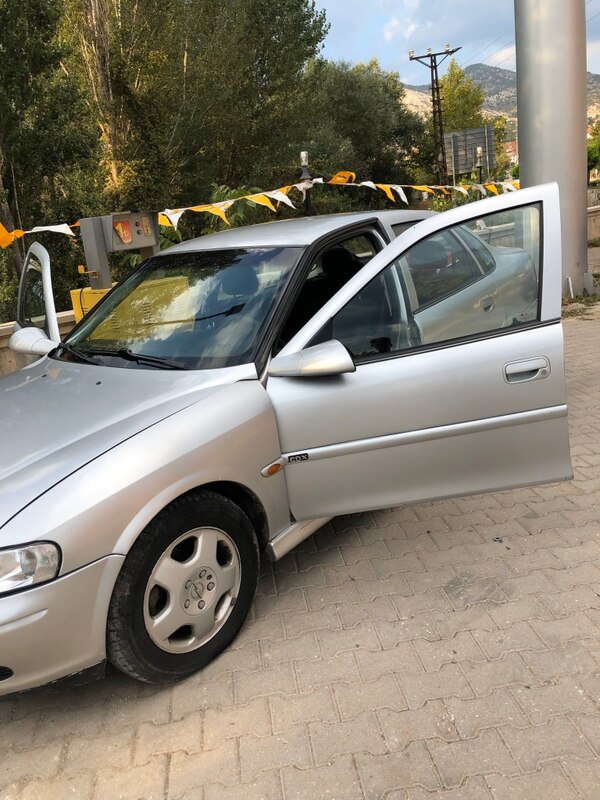 2000 Opel Vectra 2.0I CD 4