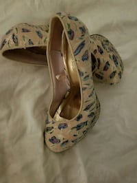 white-and-blue floral slip-on shoes Winnipeg, R2N 1G2